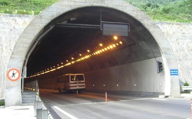 Thua lỗ, nợ 2 tỉ tiền điện, hầm Hải Vân, hầm Đèo Cả có nguy cơ đóng cửa