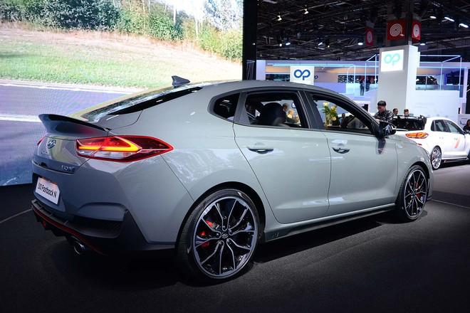 Truyền thông Anh: Chúng tôi xếp VinFast ngang BMW, Audi, Ferrari... trong danh sách mẫu xe hấp dẫn nhất Paris Motor Show - Ảnh 7.