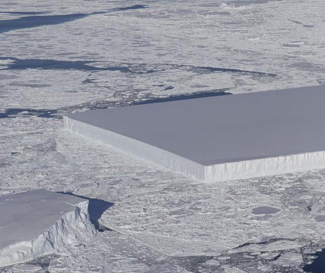 Chuyện gì sẽ xảy ra với tảng băng hình chữ nhật từng gây sốt của NASA? - Ảnh 1.