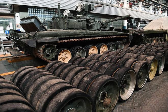 Những chiếc xe tăng T-90S Việt Nam đã xuất hiện trên thao trường Nga - Ảnh 14.