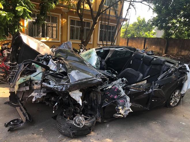 Hình ảnh xe Mazda nát bét sau tai nạn trên cao tốc Hạ Long - Hải Phòng gây ám ảnh - Ảnh 5.