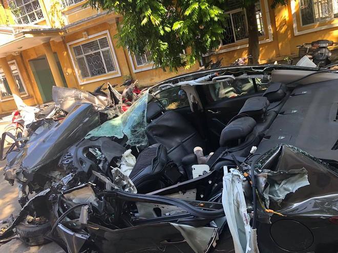 Hình ảnh xe Mazda nát bét sau tai nạn trên cao tốc Hạ Long - Hải Phòng gây ám ảnh - Ảnh 4.