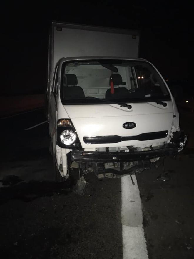Hình ảnh xe Mazda nát bét sau tai nạn trên cao tốc Hạ Long - Hải Phòng gây ám ảnh - Ảnh 2.