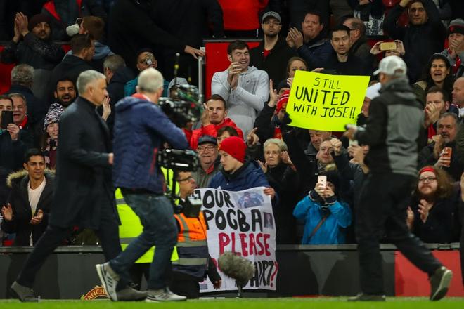 Mourinho tiết lộ tin nhắn của Ban giám đốc Man United trước trận gặp Newcastle - Ảnh 1.