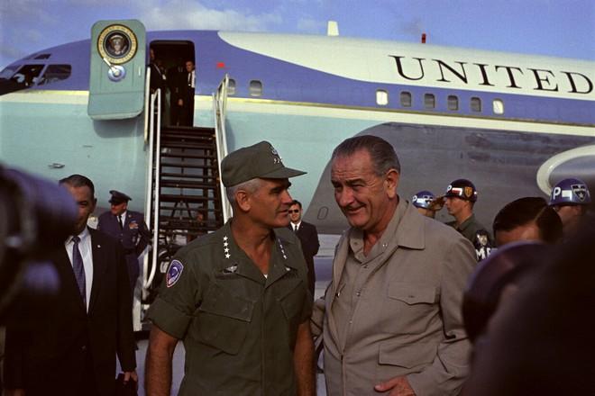 Giải mật tài liệu: Tướng Mỹ qua mặt TT Johnson, lên kế hoạch đưa vũ khí hạt nhân tới Việt Nam - Ảnh 2.