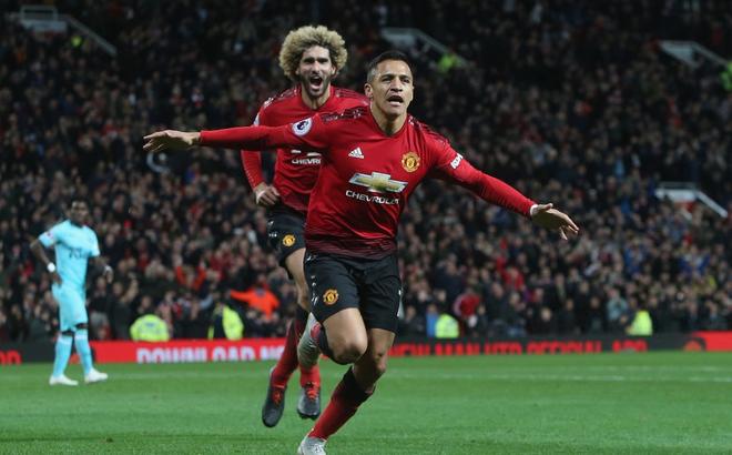 """Ngược dòng không tưởng, Man United khiến Old Trafford vỡ òa với đòn """"phá phủ trầm châu"""""""