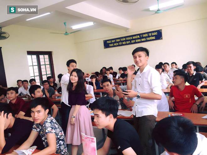 Cô giáo nổi tiếng vì bức ảnh chụp lén trong lớp học: Đã yêu cầu nhiều trang gỡ ảnh xuống - Ảnh 4.