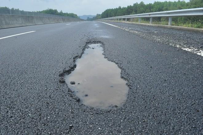 Hội Khoa học Cầu đường Đà Nẵng: Hư hỏng trên cao tốc 34 nghìn tỉ là hư hỏng nhỏ - ảnh 2