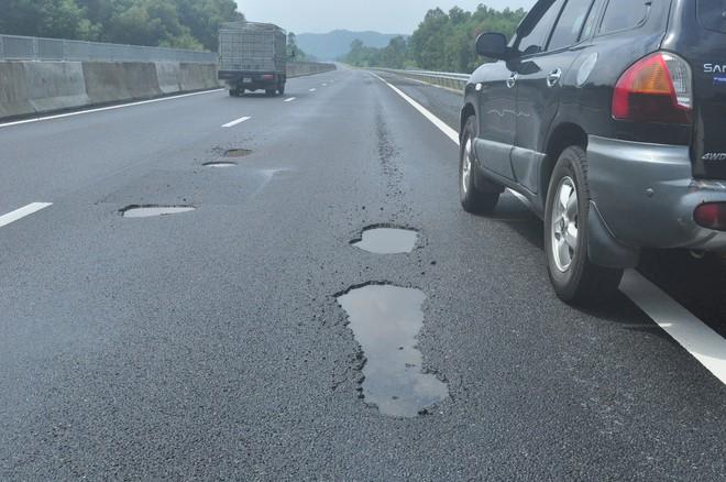 Vụ cao tốc 34 nghìn tỷ chi chít ổ voi: Nói do mưa, do xe tải thì tội trời, tội tài xế - Ảnh 1.