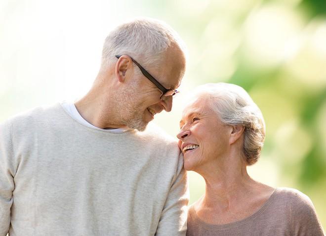 Tại sao phụ nữ thường sống lâu hơn nam giới: Câu trả lời đã được hé mở - Ảnh 2.