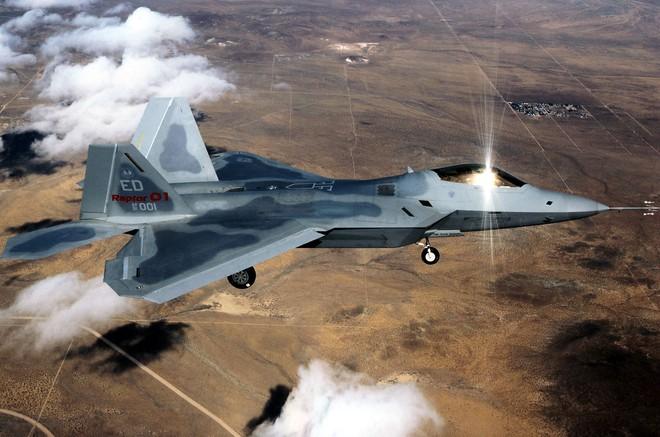 Chuyên gia: S-300 Nga ở Syria có thể vít cổ tiêm kích tàng hình F-22 Mỹ - Ảnh 2.