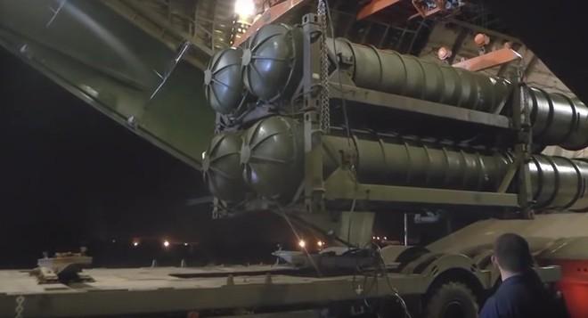 Chuyên gia: S-300 Nga ở Syria có thể vít cổ tiêm kích tàng hình F-22 Mỹ - Ảnh 1.
