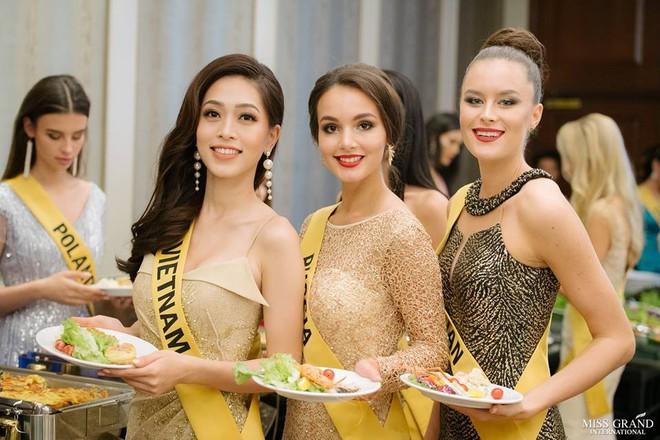 Nhan sắc xấu khó tin của các đối thủ Á hậu Việt Nam tại Hoa hậu Hòa bình Thế giới 2018 - Ảnh 18.
