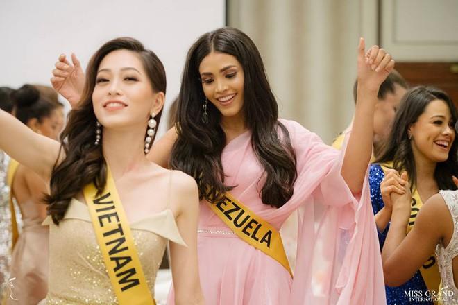 Nhan sắc xấu khó tin của các đối thủ Á hậu Việt Nam tại Hoa hậu Hòa bình Thế giới 2018 - Ảnh 21.