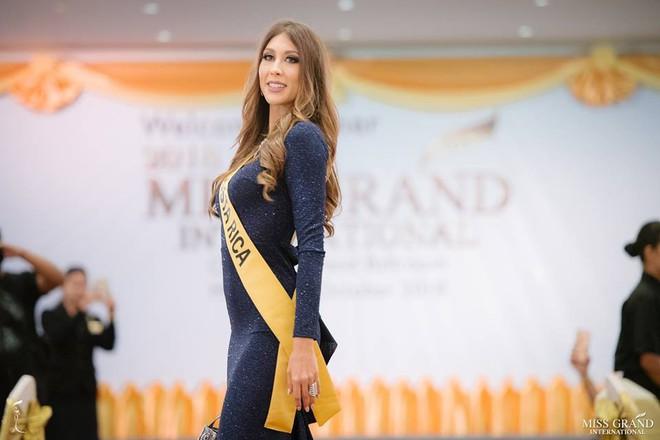 Nhan sắc xấu khó tin của các đối thủ Á hậu Việt Nam tại Hoa hậu Hòa bình Thế giới 2018 - Ảnh 7.