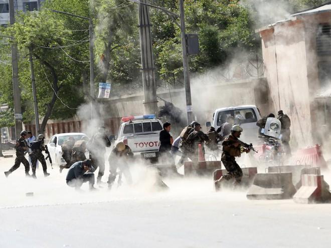 Afghanistan: 17 năm sa lầy của Mỹ và cuộc chiến không hồi kết qua bộ ảnh tư liệu quý - Ảnh 18.