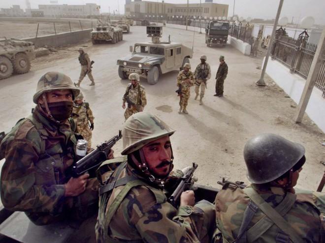 Afghanistan: 17 năm sa lầy của Mỹ và cuộc chiến không hồi kết qua bộ ảnh tư liệu quý - Ảnh 4.