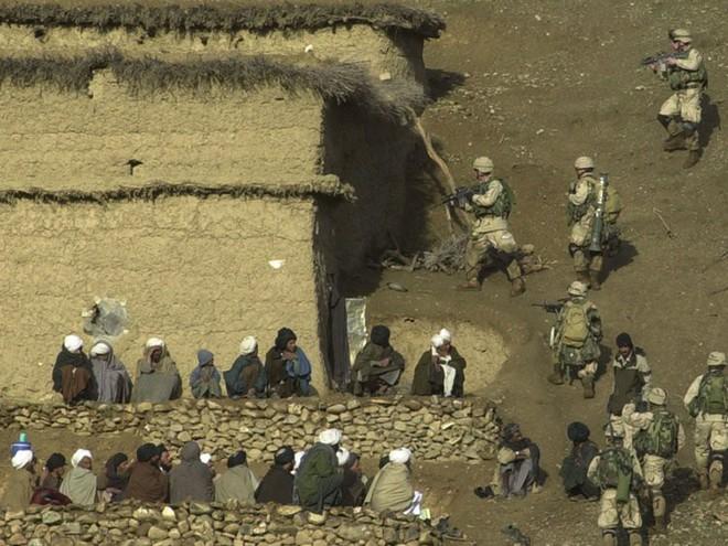Afghanistan: 17 năm sa lầy của Mỹ và cuộc chiến không hồi kết qua bộ ảnh tư liệu quý - Ảnh 3.