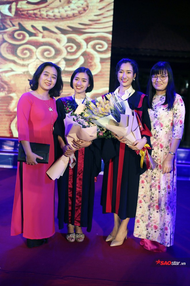 Những Thủ khoa đầu ra Đại học xinh đẹp, tài giỏi được ghi danh bảng vàng tại Văn Miếu - Ảnh 4.
