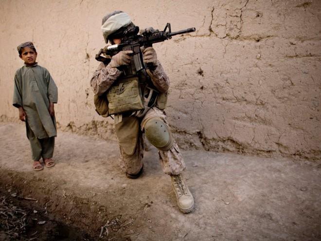 Afghanistan: 17 năm sa lầy của Mỹ và cuộc chiến không hồi kết qua bộ ảnh tư liệu quý - Ảnh 10.