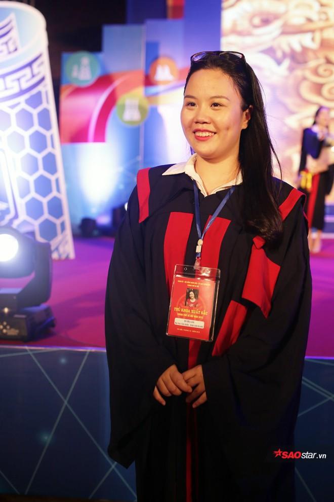 Những Thủ khoa đầu ra Đại học xinh đẹp, tài giỏi được ghi danh bảng vàng tại Văn Miếu - Ảnh 5.