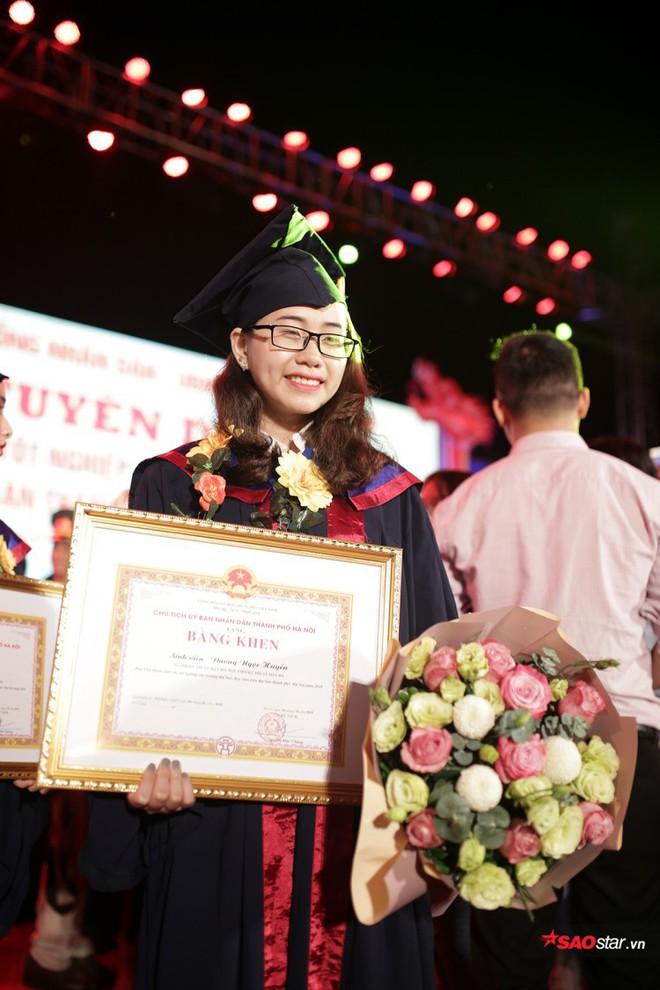 Những Thủ khoa đầu ra Đại học xinh đẹp, tài giỏi được ghi danh bảng vàng tại Văn Miếu - Ảnh 7.