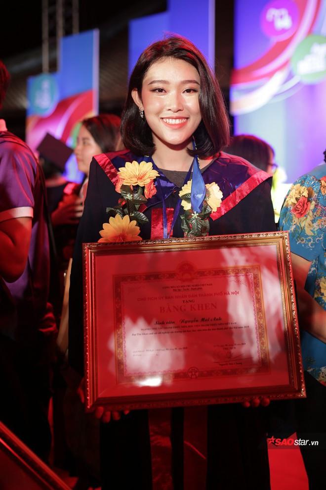 Những Thủ khoa đầu ra Đại học xinh đẹp, tài giỏi được ghi danh bảng vàng tại Văn Miếu - Ảnh 8.