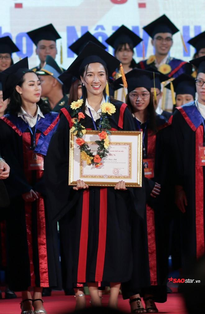 Những Thủ khoa đầu ra Đại học xinh đẹp, tài giỏi được ghi danh bảng vàng tại Văn Miếu - Ảnh 9.