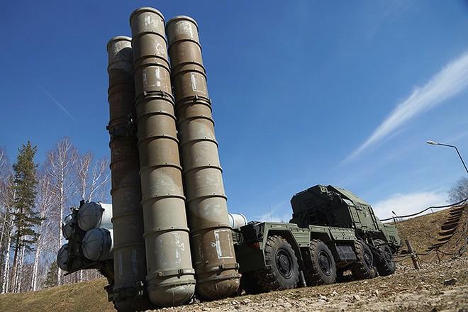 """Nga chùn bước trước đe dọa của Mỹ-NATO: Giao tên lửa S-300 cho Syria """"thiếu hơn 100km""""? - Ảnh 1."""