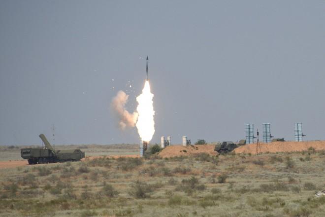 """Nga chùn bước trước đe dọa của Mỹ-NATO: Giao tên lửa S-300 cho Syria """"thiếu hơn 100km""""? - Ảnh 2."""