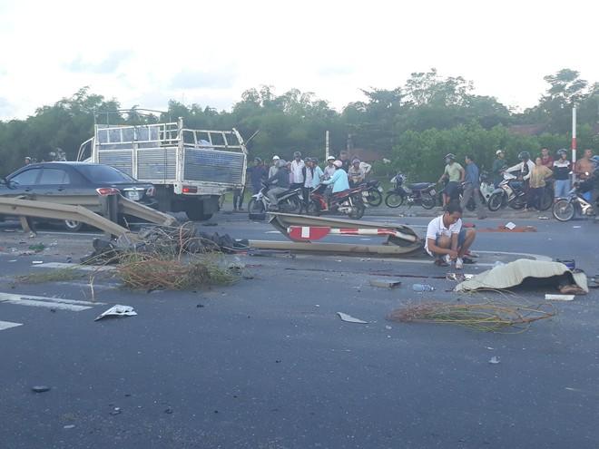 3 ô tô, 2 xe máy đâm nhau liên hoàn trên quốc lộ, 1 người chết - Ảnh 1.
