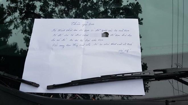 Đỗ xe bên đường khi quay lại, chủ xe phát hiện thấy vết xước và mảnh giấy nhắn đầy thú vị - Ảnh 3.