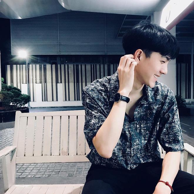 Lộ ảnh thẻ điển trai, tiếp viên hàng không Thái Lan bị fan Việt hỏi bằng được info - Ảnh 4.