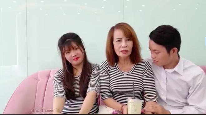 Cô dâu 62 tuổi livestream, tiết độ tin sốc Thị Nở tái sinh là vợ hai của chồng? - ảnh 4
