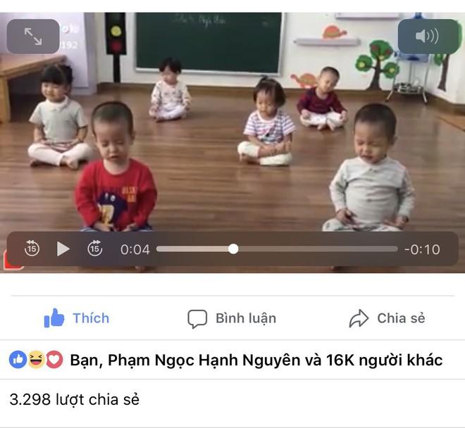 6 biểu cảm của 6 đứa trẻ 2 tuổi khi ngồi thiền khiến người lớn bật cười, liên tục chia sẻ clip - Ảnh 2.