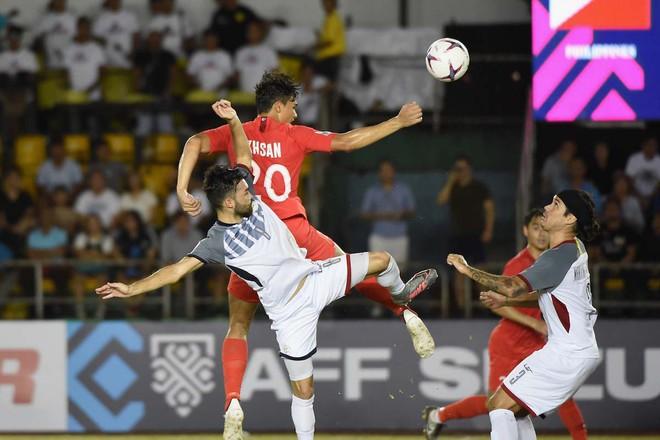 Thủ môn Premier League chịu bất công lớn trong ngày tái xuất tại AFF Cup - Ảnh 1.