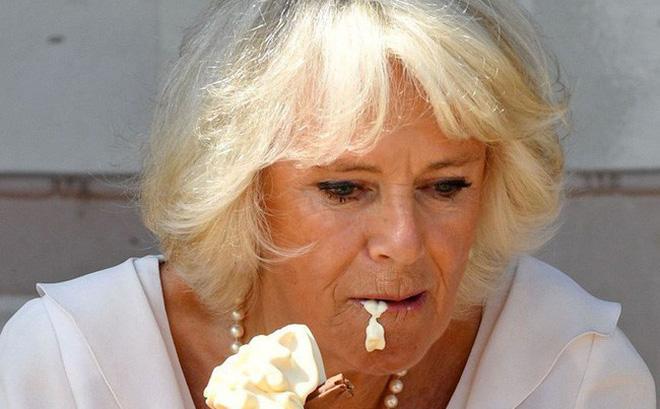 """Bạn cùng phòng tiết lộ bà Camilla là người """"luộm thuộm, nhếch nhác"""" nhưng lại có điểm """"chết người """" khiến ai cũng đổ gục"""