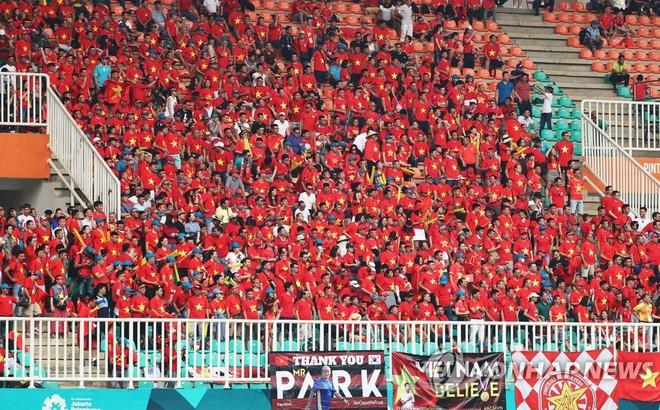 """Báo Hàn Quốc hào hứng trước """"cơn bão màu đỏ"""" sát cánh cùng thầy trò HLV Park Hang-seo"""