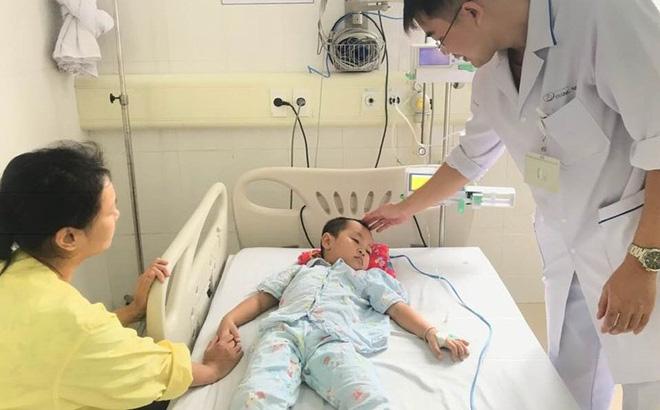 Dùng lá cây chữa táo bón, trẻ 4 tuổi cấp cứu vì ngộ độc