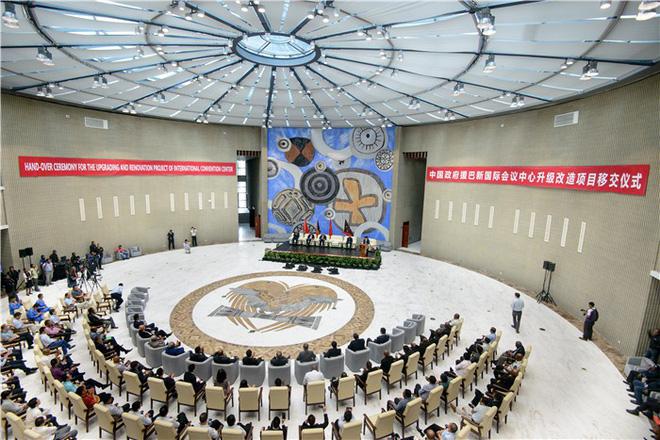 Sức ảnh hưởng nóng rẫy của TQ với nước chủ nhà APEC 2018: Xuống sân bay là thấy Trung Quốc