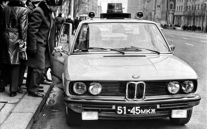 Tại sao cảnh sát Liên Xô được cấp xe Porsche, Mercedes, BMW để làm nhiệm vụ? - Ảnh 2.