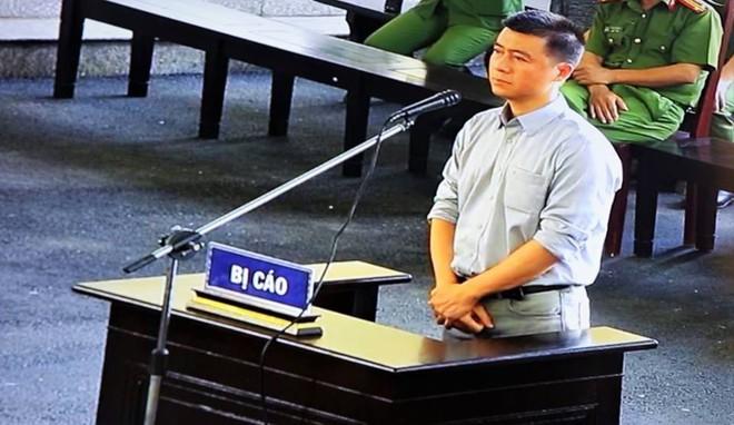 Phút mủi lòng của Phan Sào Nam khi chứng kiến chị họ liên tục khóc ở sân tòa - Ảnh 1.