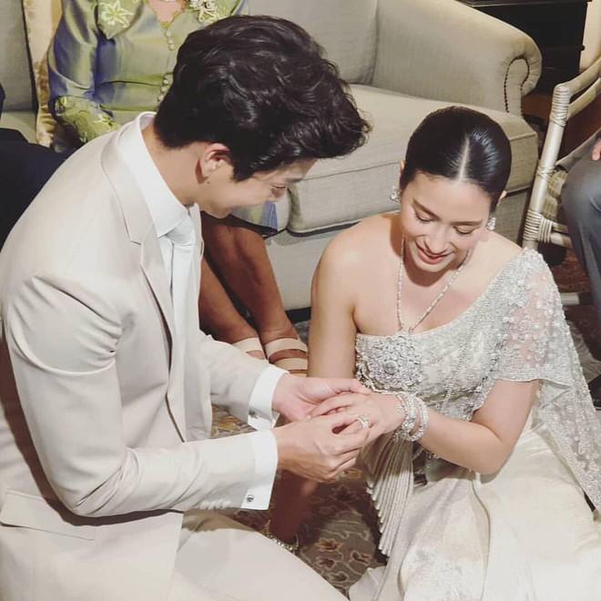 Đám cưới cặp quyền lực nhất Tbiz Push Puttichai và Jooy: Hôn lễ truyền thống siêu sang, dàn phù dâu phù rể khủng - Ảnh 17.