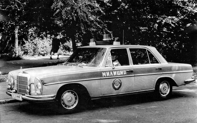 Tại sao cảnh sát Liên Xô được cấp xe Porsche, Mercedes, BMW để làm nhiệm vụ? - Ảnh 3.