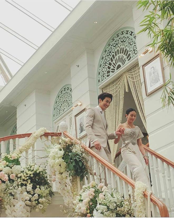 Đám cưới cặp quyền lực nhất Tbiz Push Puttichai và Jooy: Hôn lễ truyền thống siêu sang, dàn phù dâu phù rể khủng - Ảnh 8.