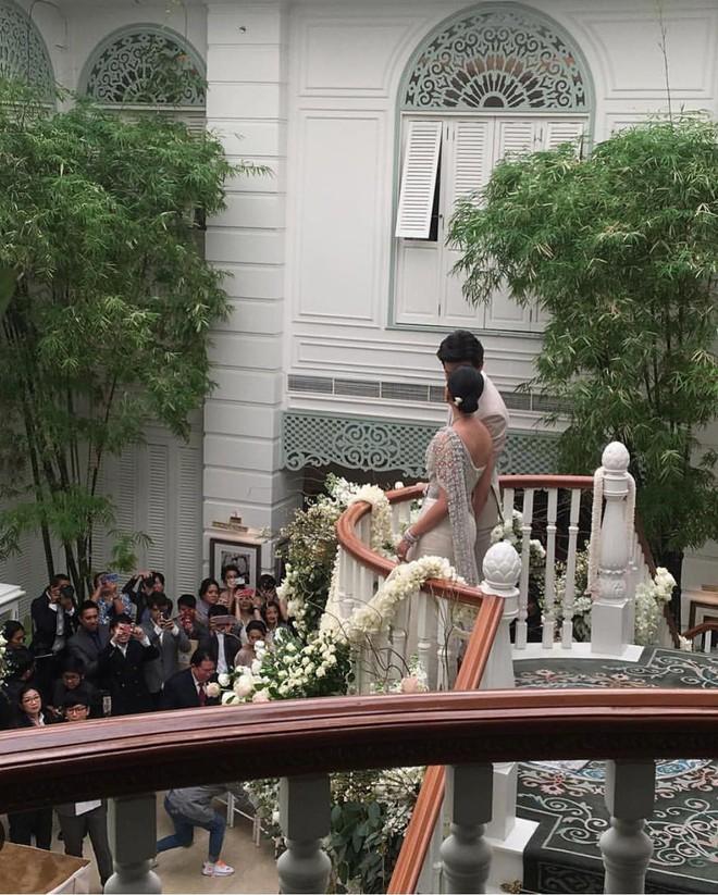 Đám cưới cặp quyền lực nhất Tbiz Push Puttichai và Jooy: Hôn lễ truyền thống siêu sang, dàn phù dâu phù rể khủng - Ảnh 9.