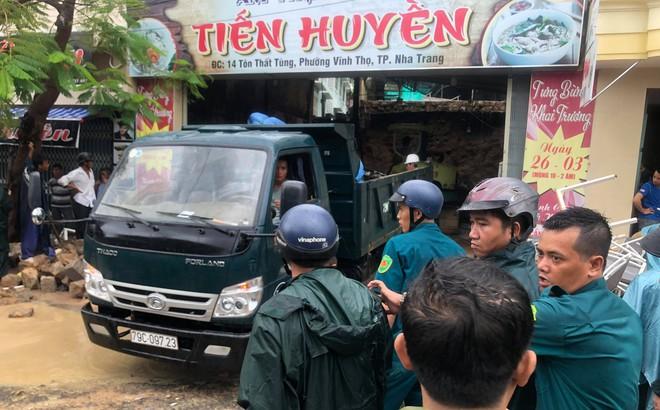 Sập quán phở ở Nha Trang, ít nhất 2 người tử vong
