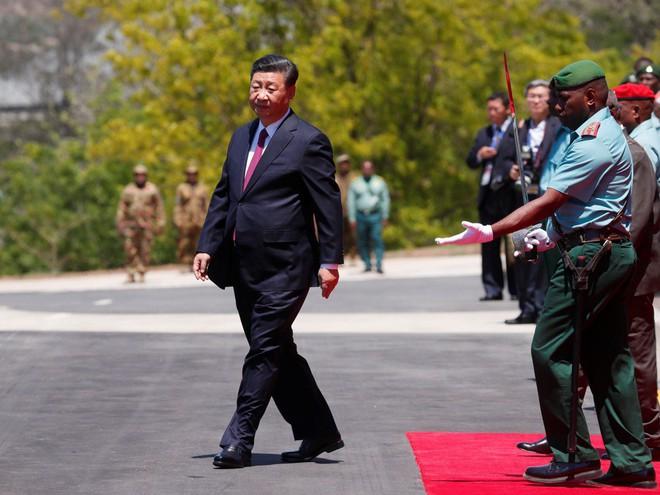 Ông Tập Cận Bình thăm nước chủ nhà APEC 2018: Một hành động bất thường đã xảy ra - Ảnh 7.