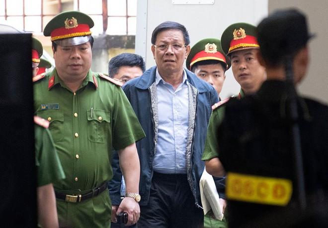 VKS chỉ lời khai bất nhất của tướng Phan Văn Vĩnh: Sáng nhận tội, chiều nói 'chỉ có lỗi' - ảnh 1