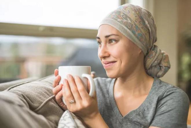 Dấu hiệu cảnh báo sớm 13 bệnh ung thư: Dù chỉ có 1 dấu hiệu cũng nên khám ngay - Ảnh 1.